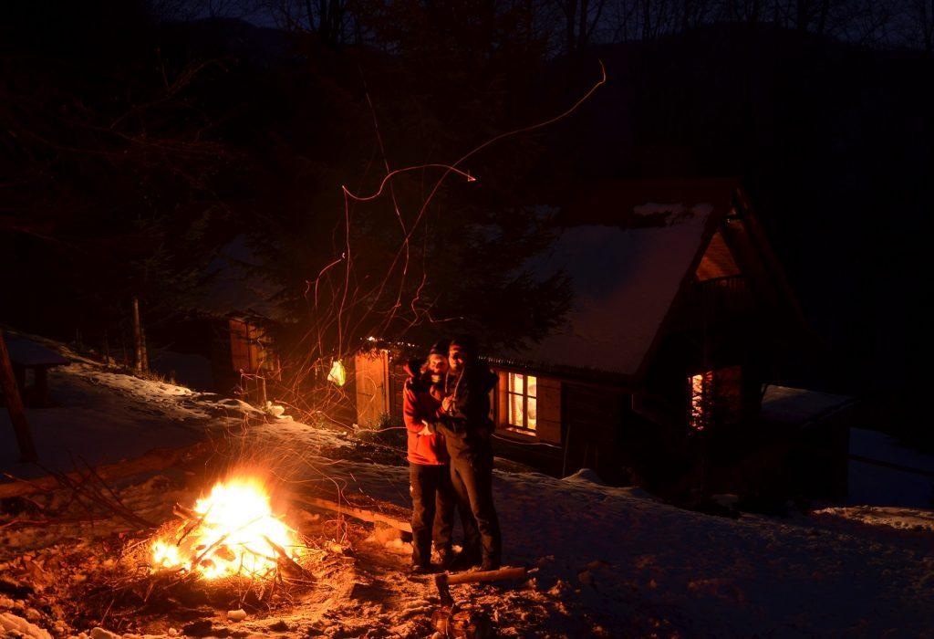 Ja i Tomasz przy ognisku.